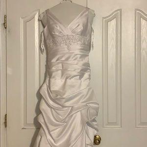 Davids Bridal Pick Up Gown. Size 6